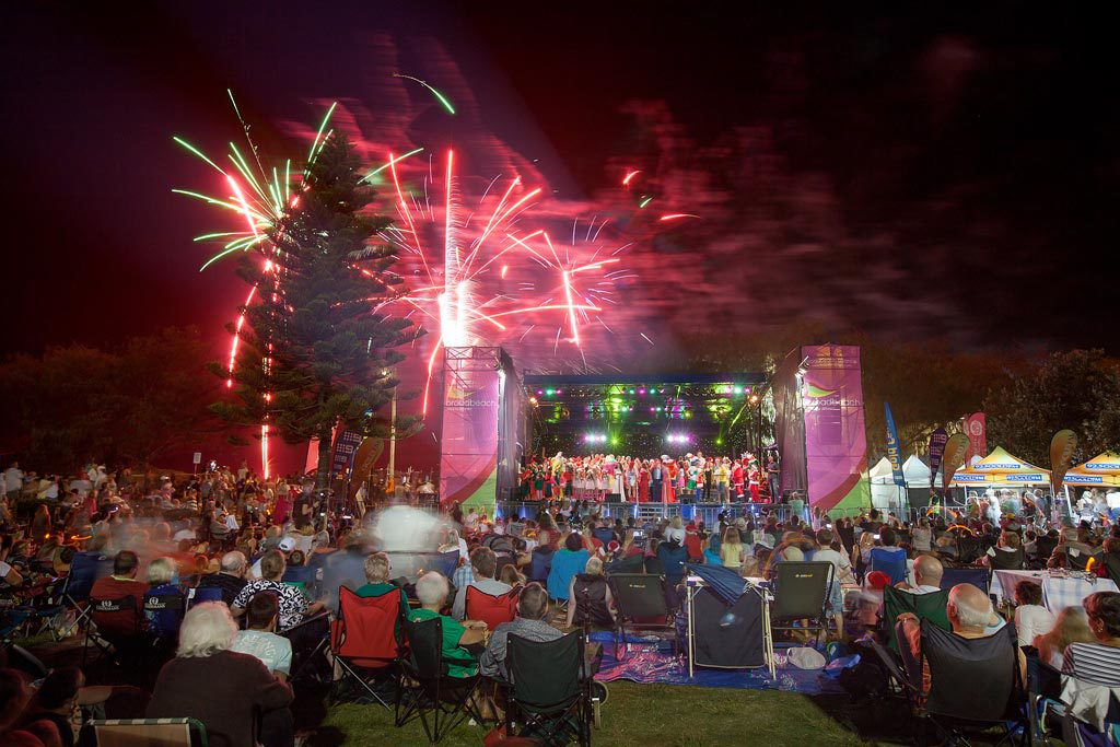 Broadbeach Christmas Carols - 10 December 2016 - Voyager Resort ...